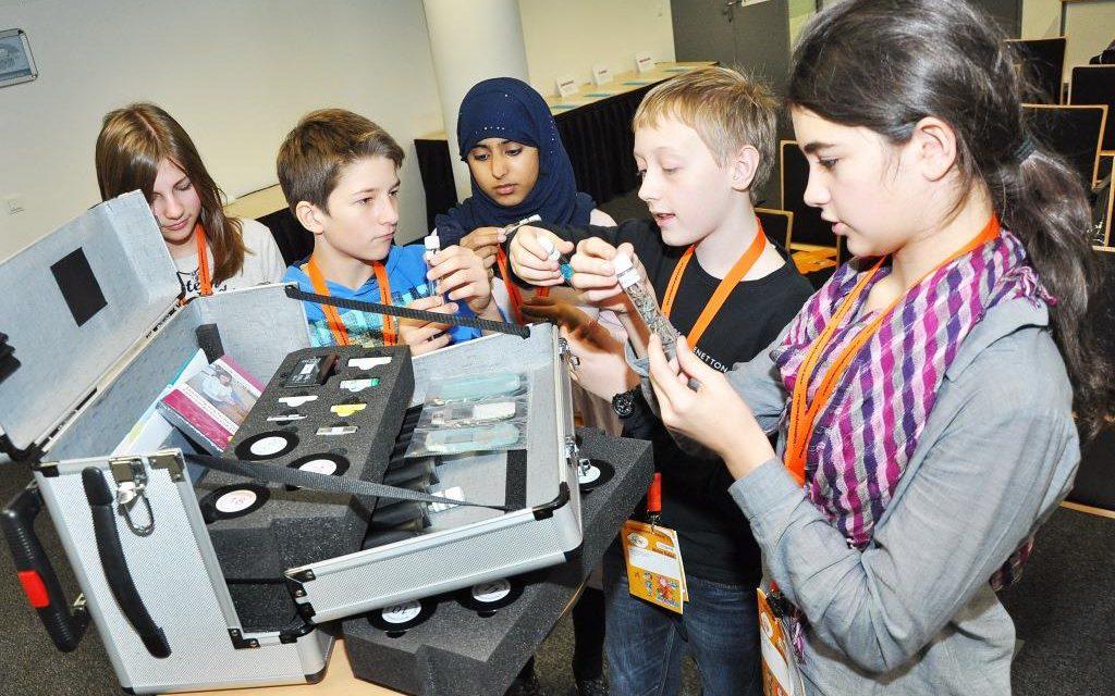 Schulkoffer: für ältere Schüler und Lehrlinge aufgerüstet. Umfrage: Wachsendes Trennbewusstsein – auch bei der Jugend