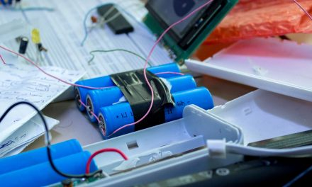 Sicherer Umgang mit Lithium-Akkus am Arbeitsplatz